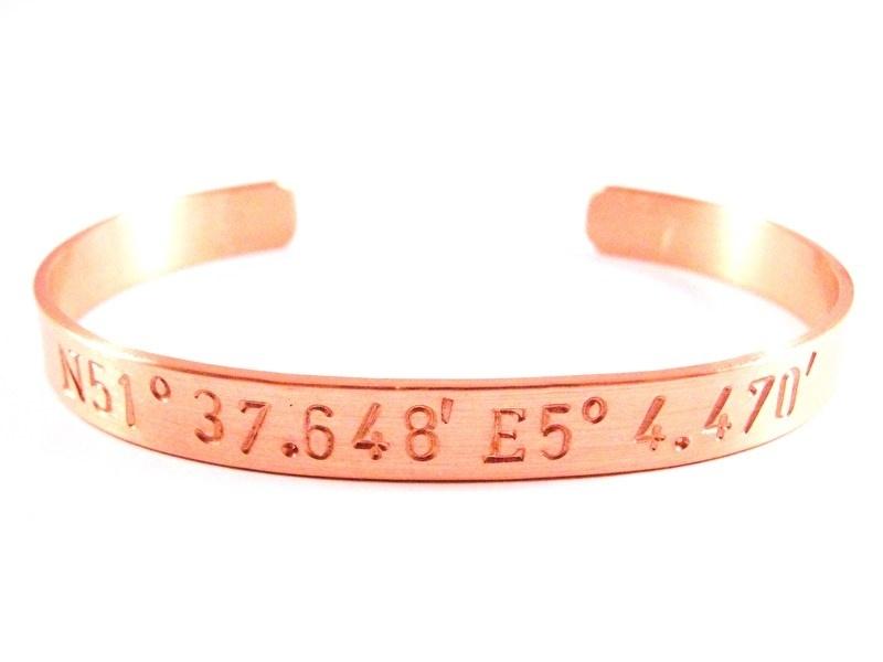 GPS Coordinates Bracelet Rosé Gold - blanco tekst