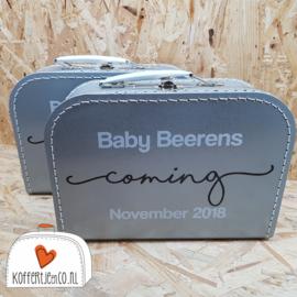 Koffertje zwangerschapsaankondiging Baby coming