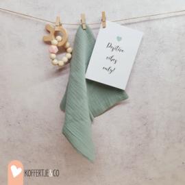 Klein cadeautje kinderwens kaart, spuugdoekje en bijtarmband