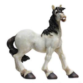 Komisch paardenbeeld staand