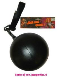 Boevenbol met ketting