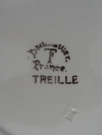 Stapeltje oude Franse bordjes