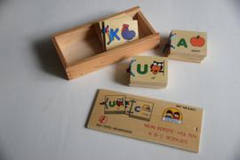 Doosje houten boekjes
