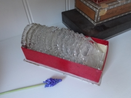 Oud doosje met glazen onderzetters
