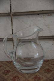 Kannetje geslepen glas