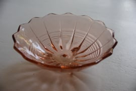 Roze glazen fruitschaal