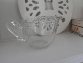 Sierlijk glazen kannetje