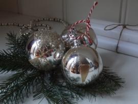 Kerstballen met gouden glitters