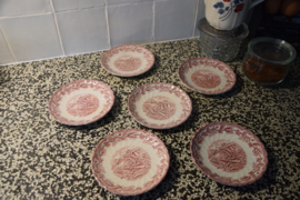 Stapel van zes oude Engelse bordjes