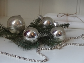 Set kerstballen!