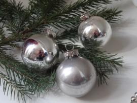 Drie lieve kleine kerstballetjes
