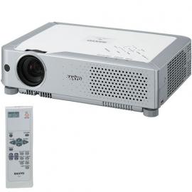 Beamer Sanyo PLC-XU74 (XGA, 450:1, 2500 ANSI, LCD)