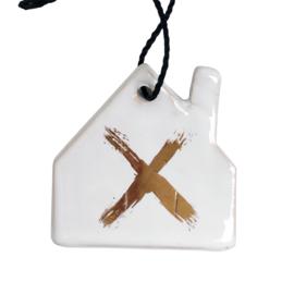 Aardewerk hanger huis wit met goud kruis