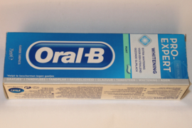 Oral-B Pro Expert Whitening Toothpaste