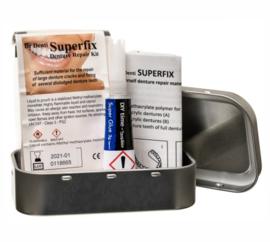 Superfix, speciale lijm voor kunstgebit en tandprothese.