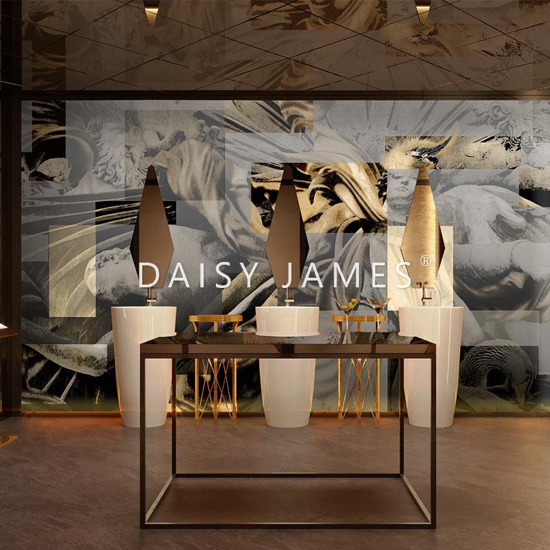 Daisy James THE APOLLO