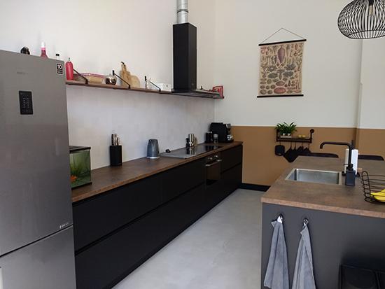 kitchenwalls backsplash wallpaper whites tiles