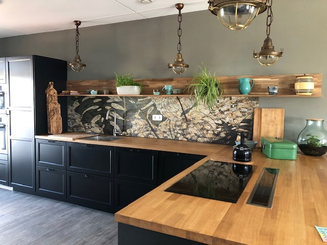 Kitchenwalls backsplash wallpaper Puck B