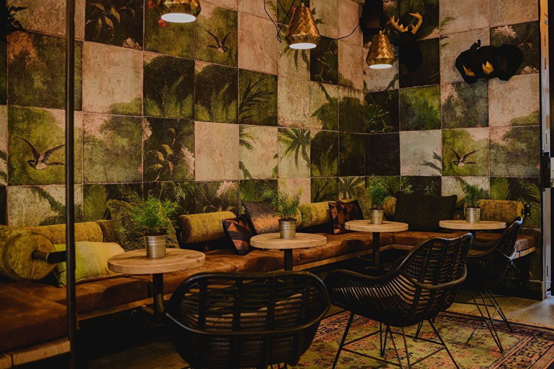 happy customer behangfabriek exotic damier wall and deco