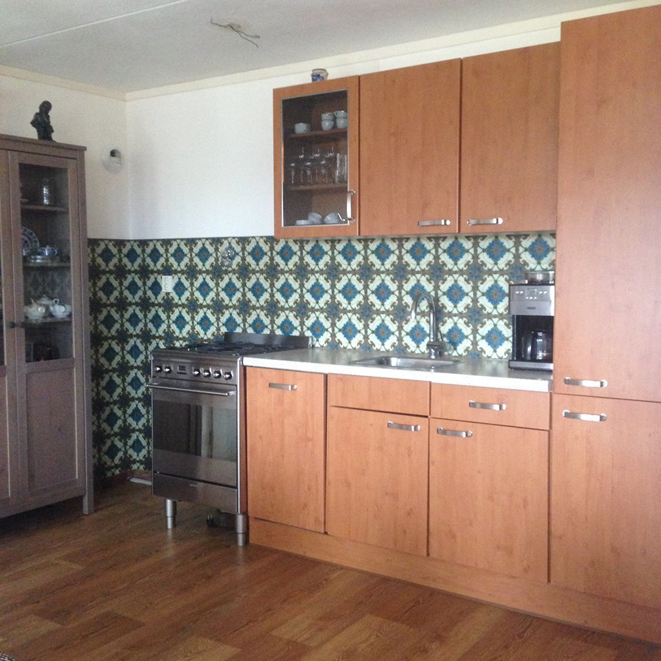 kitchenwalls backsplash wallpaper art nouveaux majolica