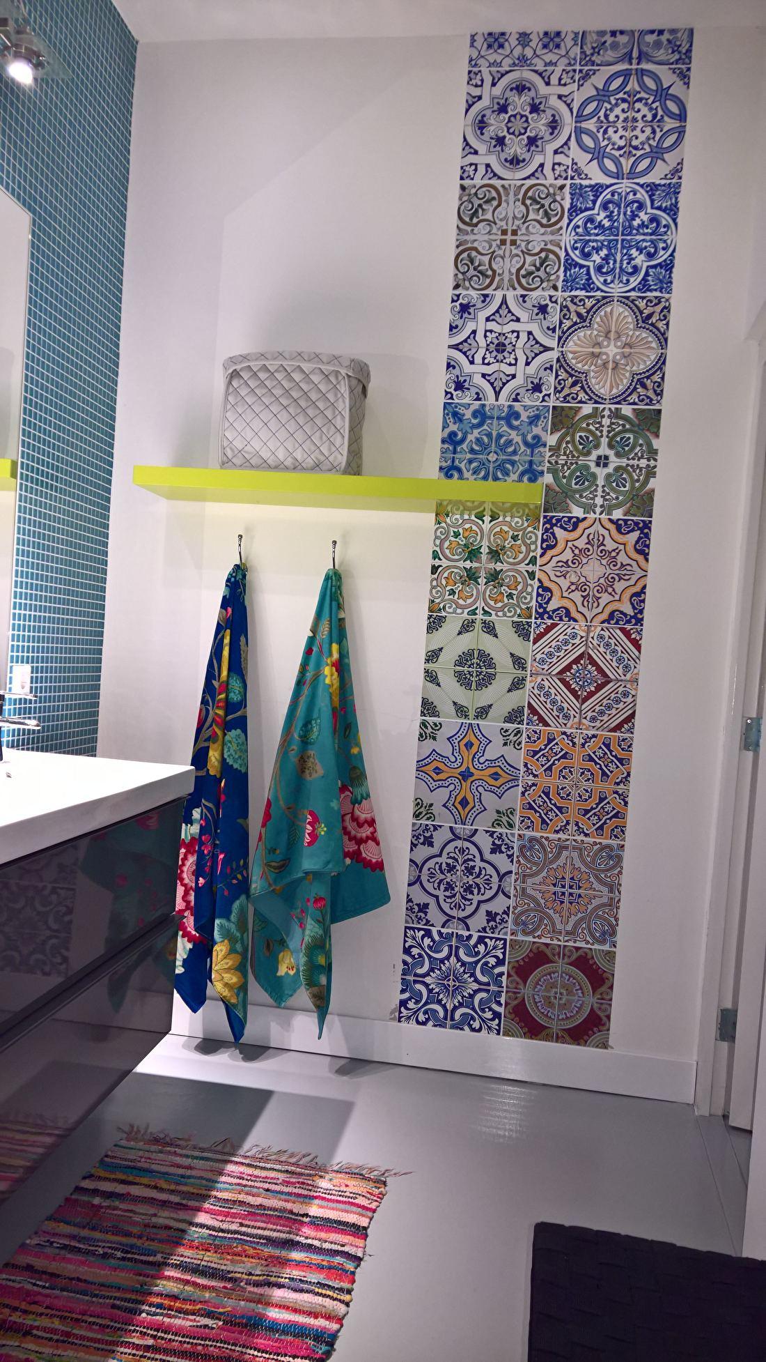 kitchenwalls keukenbehang in badkamer klant
