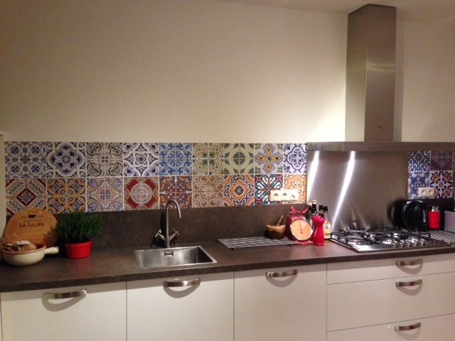 kitchenwalls backsplash portugese tile
