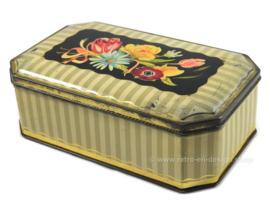Vintage blikken trommel met afgeschuinde hoeken en bloemendecoratie