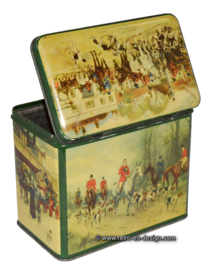 Vintage tin by 'De Gruyter' with images of a fox hunt