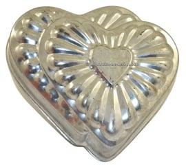 Antiguo de metal molde de cocción de la torta, doblez de corazón
