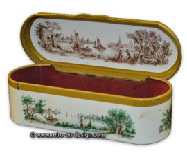 Vintage tin box for tea spoons made by Douwe Egberts for Pickwick tea