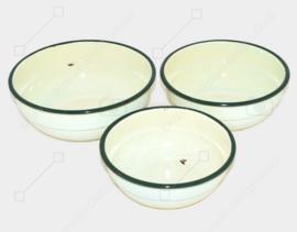 Brocante conjunto de tres cuencos esmaltados con borde verde