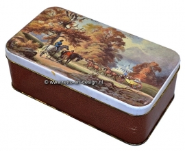 Biscuit tin with images of horses and carriage
