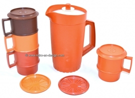 Vintage Tupperware Picnic set. Pitcher and cups