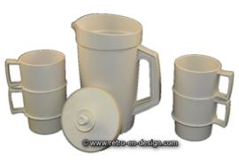 Vintage Tupperware set met schenkkan en vier bekers