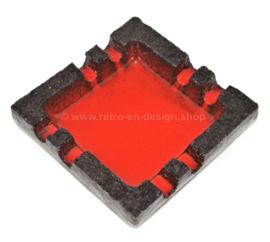 Vintage jaren 60 / 70 aardewerk asbak van chamotte klei met rood geglazuurd oppervlak