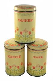 Set van drie vintage blikken voorraadbussen voor koffie, thee en suiker