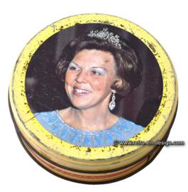 """Vintage runde Blechdose, Diesch boterbabbelaars """"Einweihung Köningin Beatrix"""""""