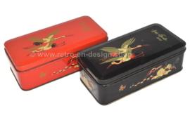 Set vintage blikken trommels voor DE GRUYTER met oosters vogeldecor in zwart en rood