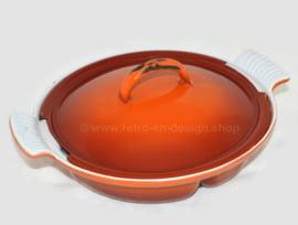 Brocante oranje gietijzeren drievakschaal of stoofpan van DRU
