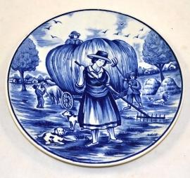 Plat Bleu En Faïence De Delft 'les quatre saisons' du printemps (foin apportant)