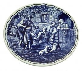 Assiette de poterie, plaque ornementale. scène de ménage