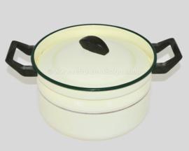Olla BK de esmalte crema con borde verde, borde dorado y asas de baquelita negra