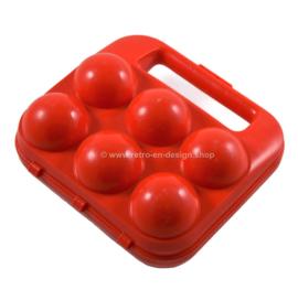 Porte-oeufs vintage en plastique rouge pour six oeufs