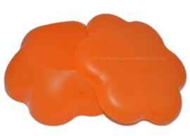 Grote oranje Tupperware chips of saladeschaal met drievaks deksel