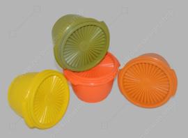 Ensemble complet de quatre bols Tupperware vintage avec couvercle servalier en jaune, orange, vert et marron