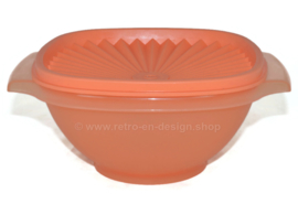 Lichtoranje Tupperware Servalier bowl of Zonnedekschaal met deksel