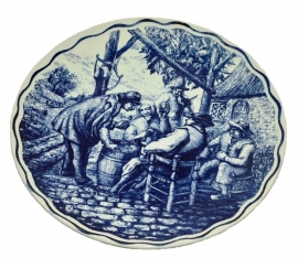 Boch, Crockery decorative plate Delfts. Drinking bout scene Ø 29 cm