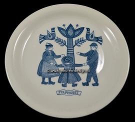 Sandwich plate, Children in Dutch folkloric costume, Staphorst