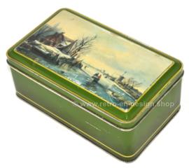 Groen vintage biscuitblik met Hollands tafereel in winterlandschap