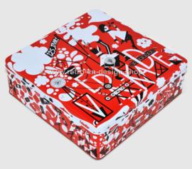 Vierkante blikken koektrommel 125 jaar Verkade in rood, wit en zwart compleet met spel